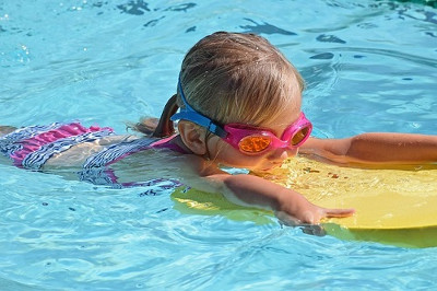 a child swimming lessons